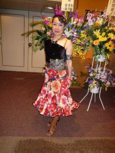 黒ベロア×花柄ラテンドレス