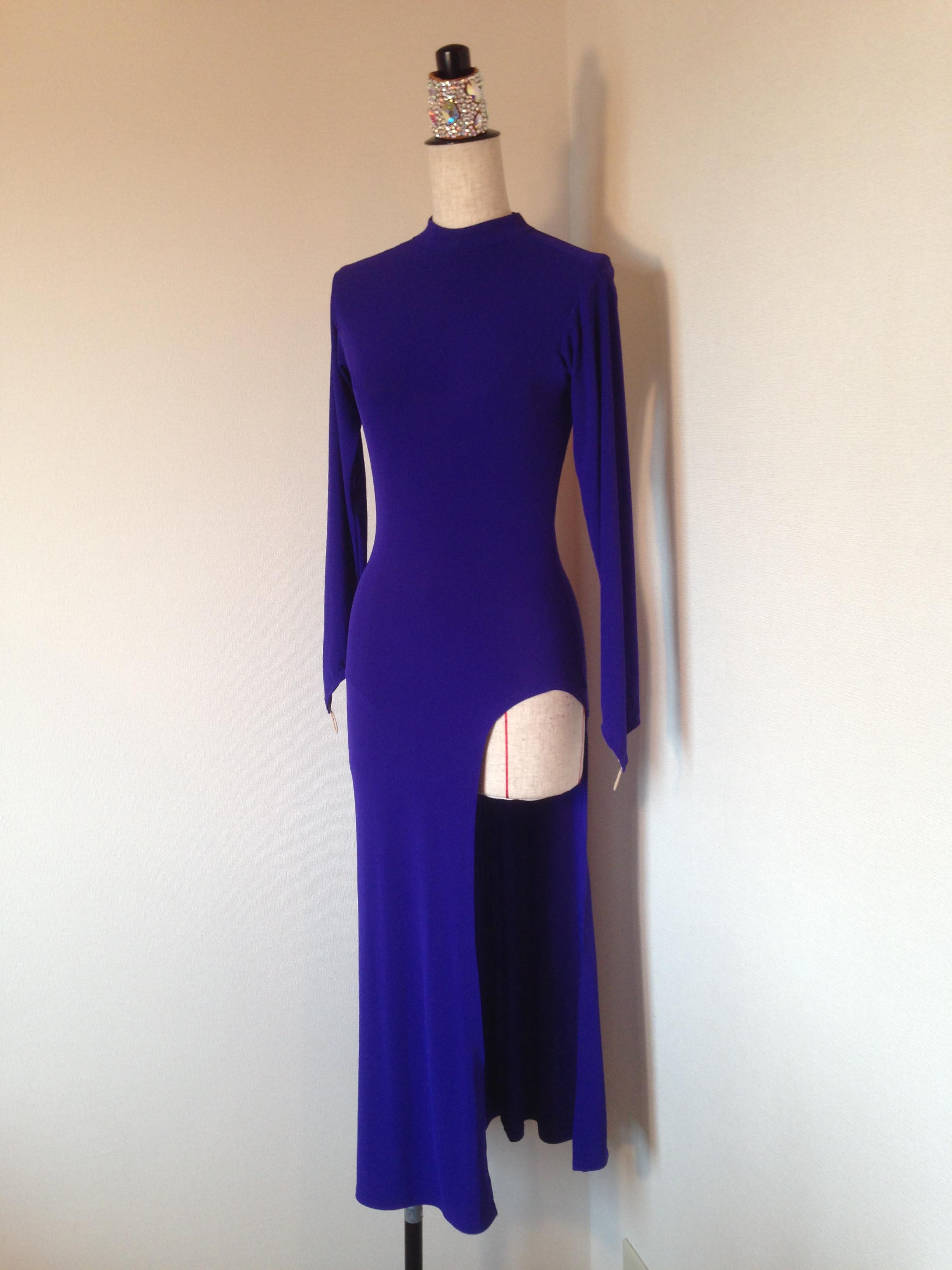 シンプルイズベスト、なシックなロングドレス