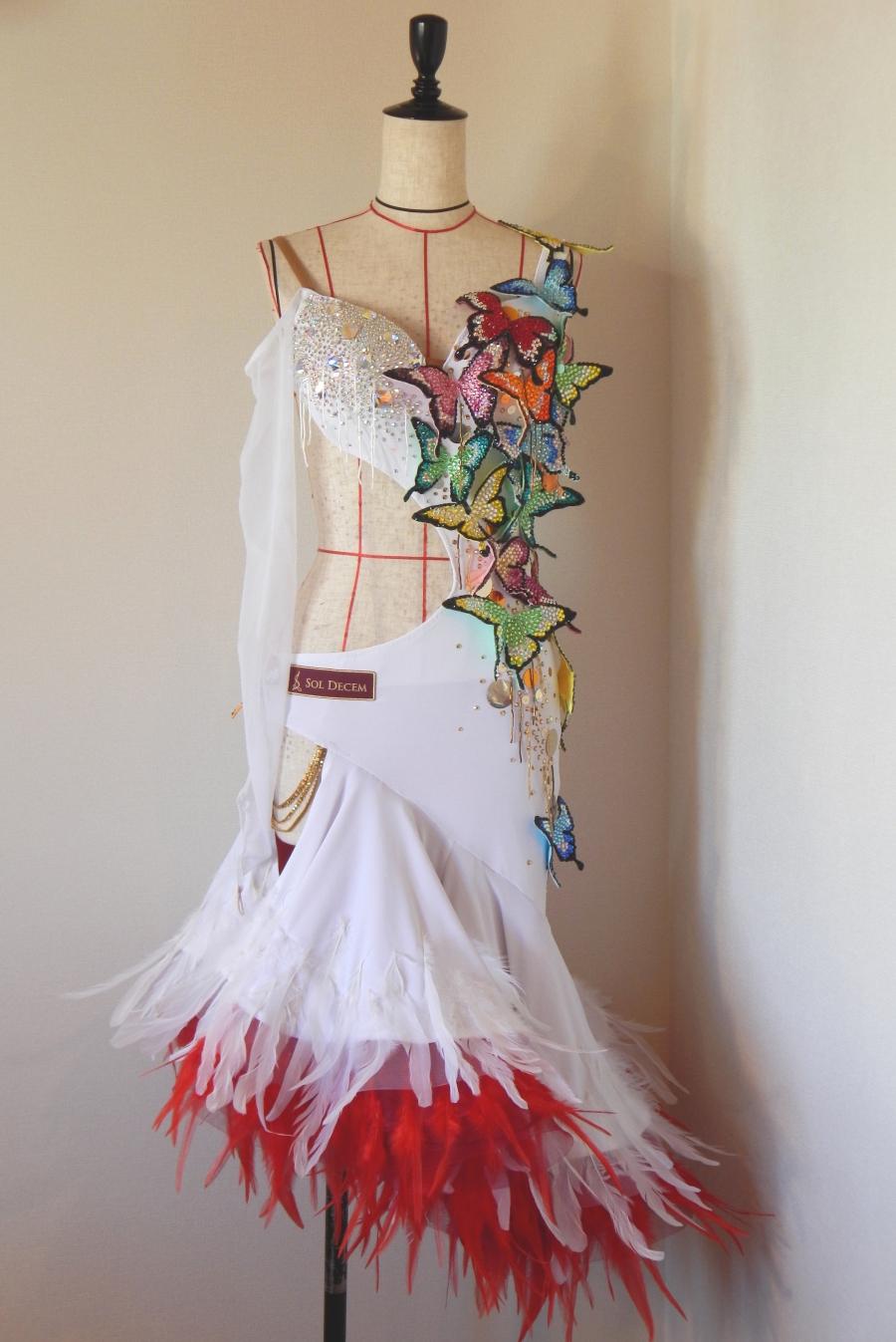 立体蝶モチーフのゴージャスなドレスできました