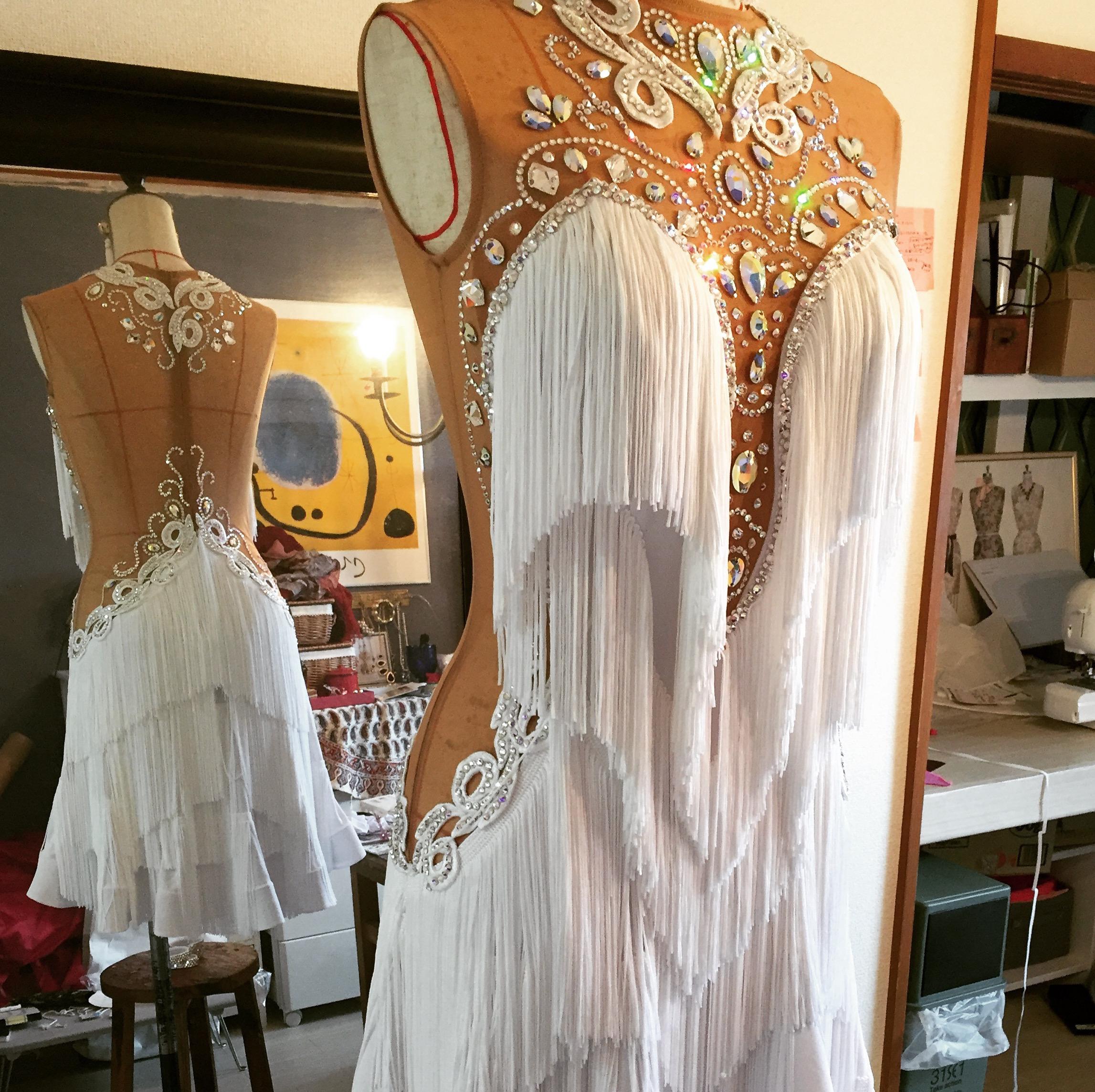 白フリンジ×ストーン柄のラテンドレス
