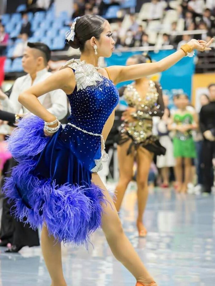ブルーベロアとお花・パールのラテンドレス
